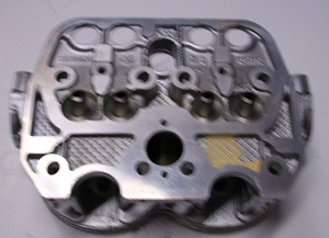 Cylinder head - 600 cm³, unleaded fuel - NEW -on exchange